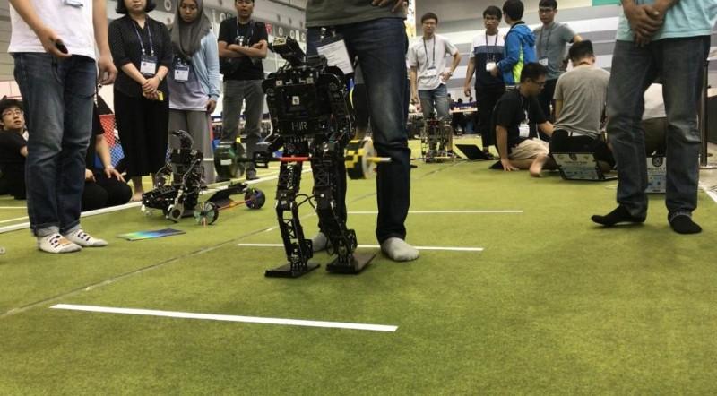 https: img.okezone.com content 2019 08 21 207 2094683 tim-robot-its-raih-14-penghargaan-di-ajang-internasional-fira-roboworld-cup-2019-rcUOxfxW9E.jpg