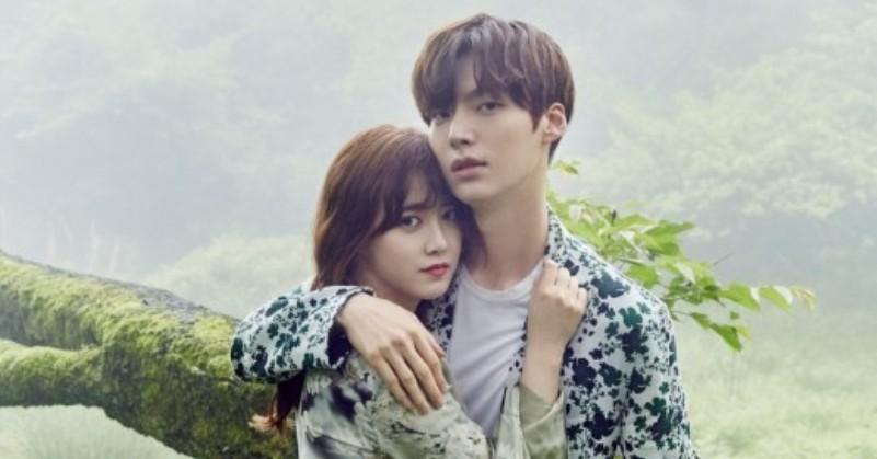 https: img.okezone.com content 2019 08 21 33 2094954 ahn-jae-hyun-tepergok-rayakan-ulang-tahun-tanpa-goo-hye-sun-zA3L6wSLCT.jpg