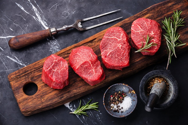 https: img.okezone.com content 2019 08 22 298 2095112 sederet-khasiat-makan-daging-merah-yang-perlu-anda-tahu-eBg5X4MLrw.jpg