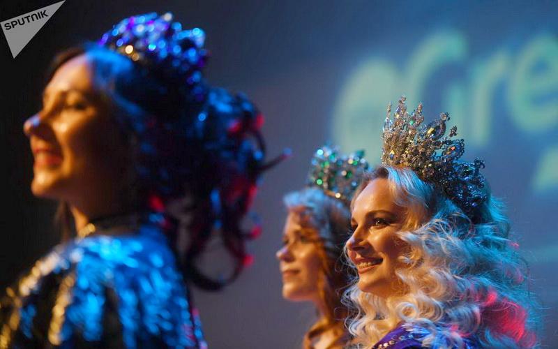 https: img.okezone.com content 2019 08 22 611 2095037 mengenal-ekaterina-nishanova-juara-kontes-kecantikan-hot-mama-rusia-U4j4pyVDOL.jpg