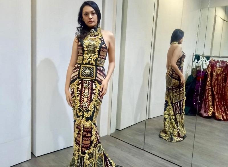 https: img.okezone.com content 2019 08 23 194 2095835 intip-keseruan-princess-megonondo-fitting-gaun-jelang-miss-world-2019-0uSGRnSylp.jpeg