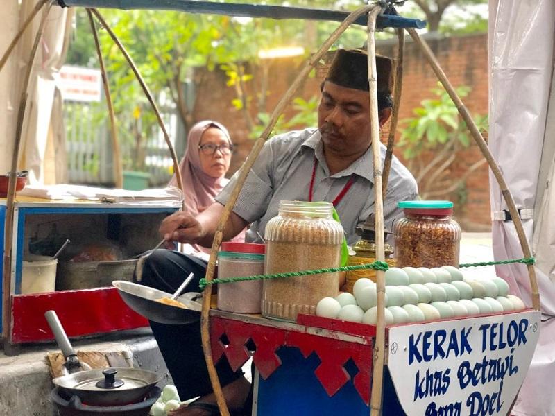 https: img.okezone.com content 2019 08 23 298 2095935 berburu-kuliner-betawi-di-festival-jalan-jaksa-ada-makanan-kesukaan-jokowi-lipLdgXpSR.jpg