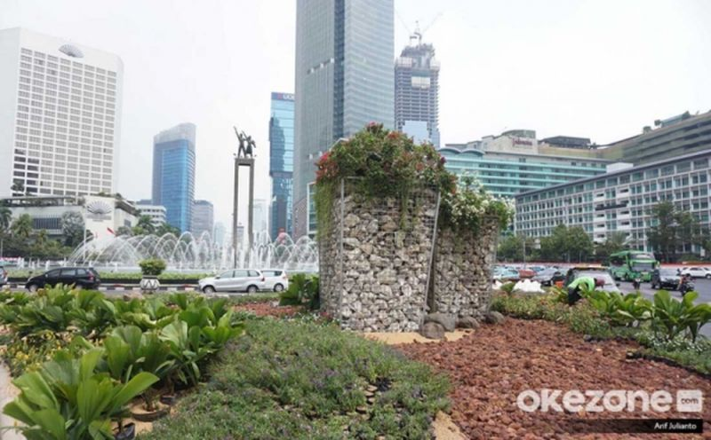 https: img.okezone.com content 2019 08 23 481 2095609 instalasi-batu-gabion-rp150-juta-di-bundaran-hi-bisakah-atasi-polusi-udara-wgXz3grbMz.jpg