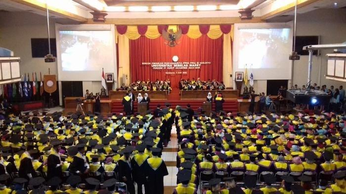 https: img.okezone.com content 2019 08 24 65 2096148 wisuda-1-807-lulusan-rektor-uns-gunakan-ilmu-yang-didapat-untuk-bantu-masyarakat-WWequWBYnR.jpg