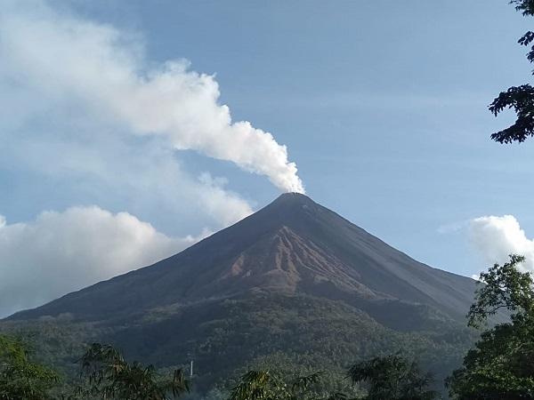 https: img.okezone.com content 2019 08 25 340 2096461 gunung-karangetang-luncurkan-lava-panas-warga-sekitar-dievakuasi-W7hfr1FcGt.jpg