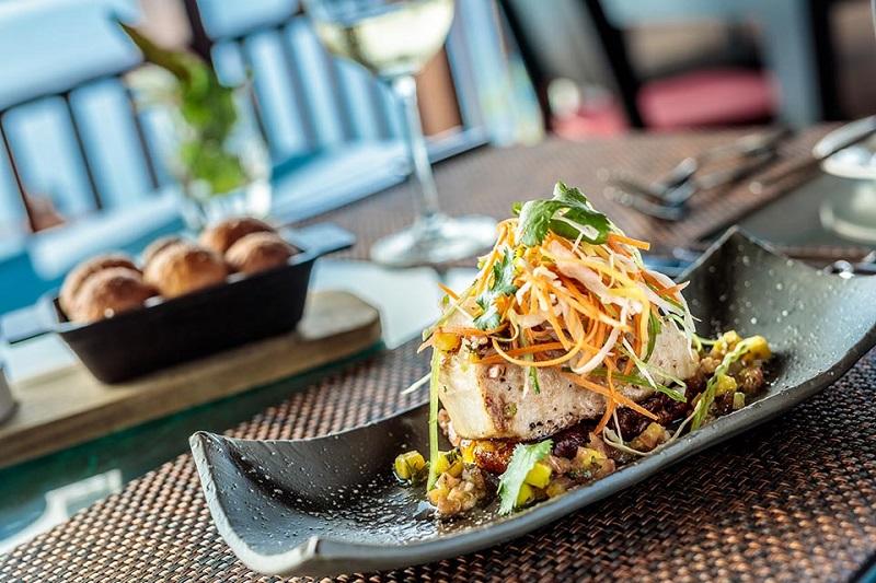 https: img.okezone.com content 2019 08 26 298 2096844 chef-bahtiar-sigar-ungkap-alasan-makanan-di-restoran-harganya-fantastis-s1C5f0srhv.jpg