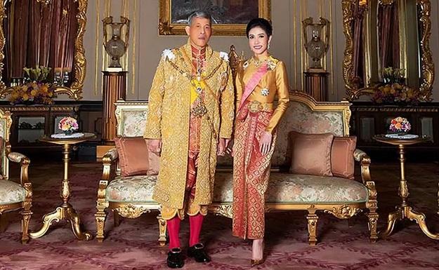 https: img.okezone.com content 2019 08 27 194 2097436 5-potret-kebersamaan-raja-thailand-dan-selirnya-tFO0d4HFFn.jpg