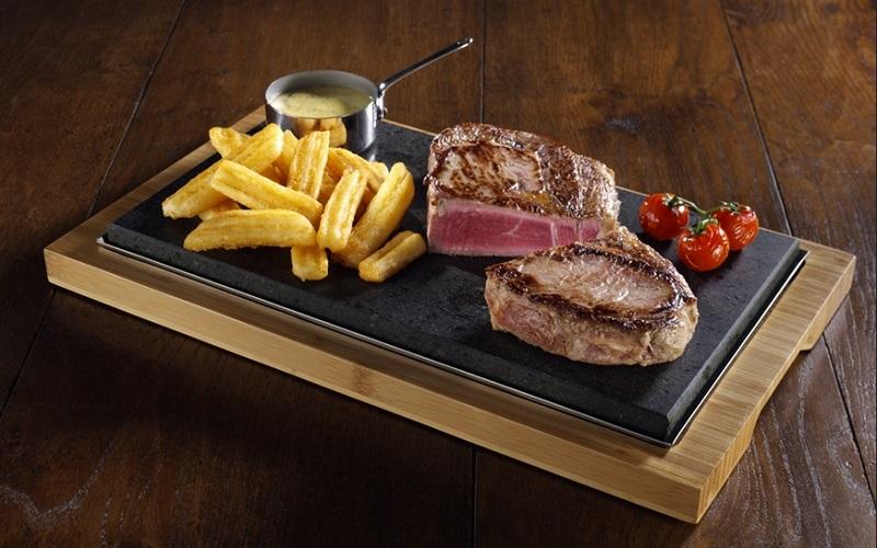 https: img.okezone.com content 2019 08 27 298 2097239 selain-kualitas-daging-aroma-dan-suara-khas-hot-plate-ternyata-jadi-nilai-penting-makan-steak-8GBsJ8nZL1.jpg
