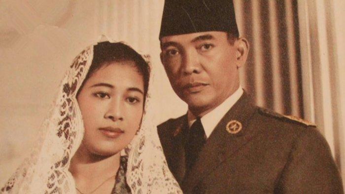 https: img.okezone.com content 2019 08 27 337 2097376 cerita-bung-karno-merayu-inggit-ganarsih-demi-menikahi-fatmawati-64cE85AdZo.jpg