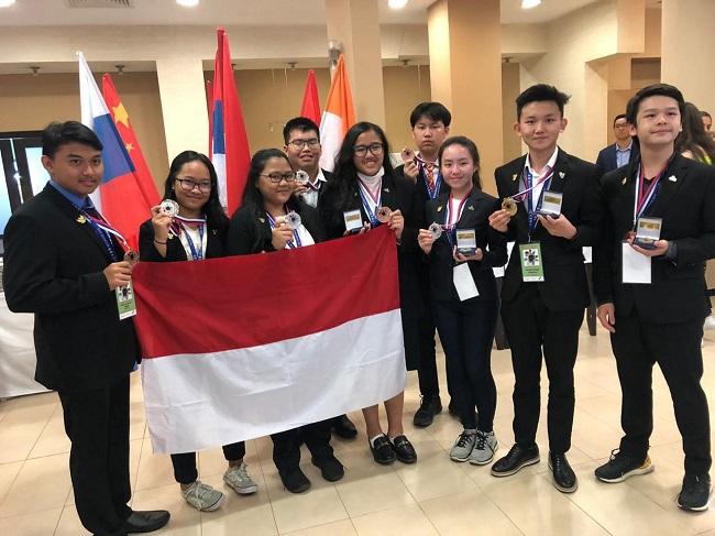 https: img.okezone.com content 2019 08 27 56 2097141 pelajar-indonesia-raih-tujuh-medali-untuk-lomba-riset-di-icyss-2019-Mz69xQWsUF.jpeg