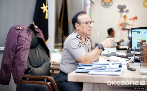 https: img.okezone.com content 2019 08 28 337 2097719 amankan-demo-di-papua-1-tni-tewas-dan-5-polisi-terluka-kena-panah-0nOpDJwFHV.jpg