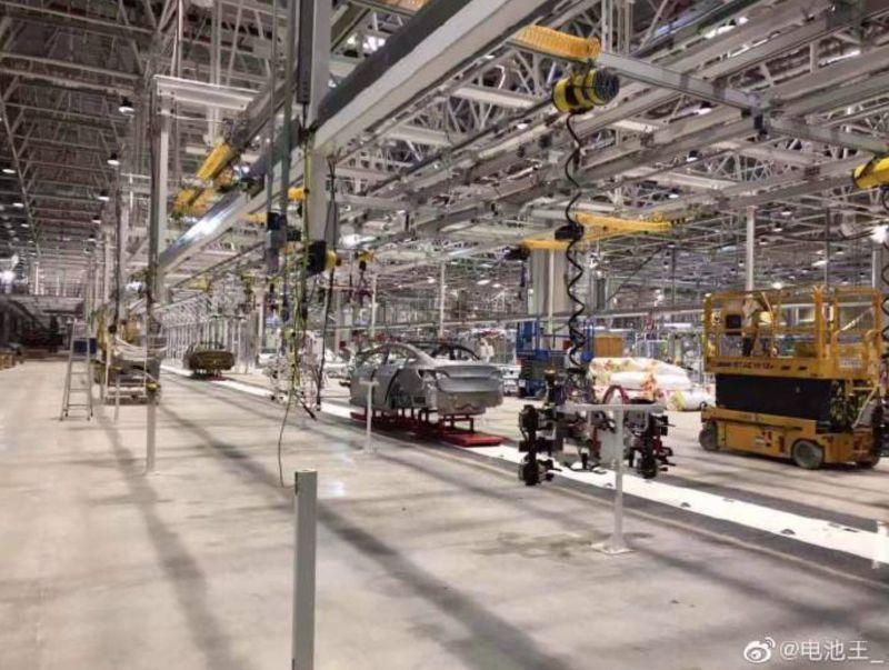 https: img.okezone.com content 2019 08 28 52 2097665 miliki-pabrik-baru-mobil-listrik-tesla-produksi-tiongkok-siap-mengaspal-DqZRGEDi2U.jpg