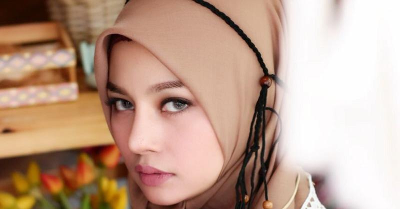https: img.okezone.com content 2019 08 29 33 2098340 hijrah-larassati-kusnandar-merasa-tenang-dan-banyak-tawaran-pekerjaan-Bx6MXB2Znq.jpg