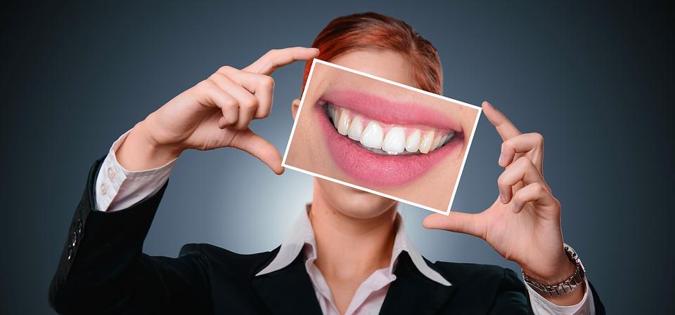 https: img.okezone.com content 2019 08 29 481 2098077 waspada-4-penyakit-ini-mengintai-orang-yang-tak-merawat-kesehatan-gigi-dan-mulut-VLMbfk5V9p.jpg