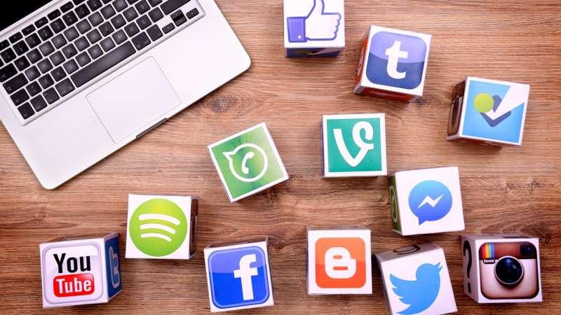 https: img.okezone.com content 2019 08 30 207 2098652 media-sosial-bisa-tunjukkan-kepribadian-anda-cek-dengan-kuis-ini-jz1KLOrdte.jpg