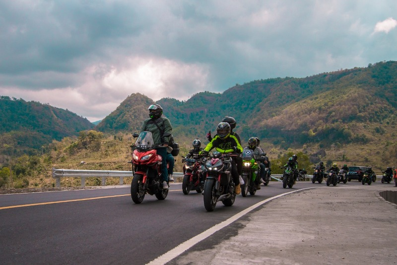 Touring Sejauh 1.230 Km, Ratusan Bikers Kampanyekan Safety Riding di Jalan  : Okezone Otomotif