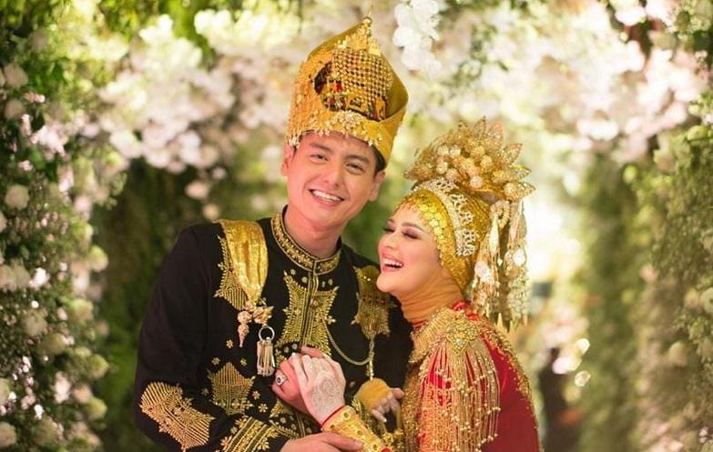 https: img.okezone.com content 2019 08 31 614 2098963 6-selebriti-yang-memutuskan-jadi-mualaf-sebelum-menikah-KrnrKMAibW.jpg