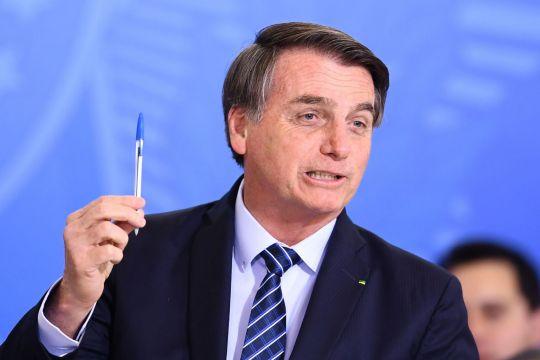 https: img.okezone.com content 2019 09 02 18 2099630 bertengkar-dengan-macron-presiden-brasil-ogah-pakai-pulpen-buatan-prancis-OsZZd9kPKu.jpg