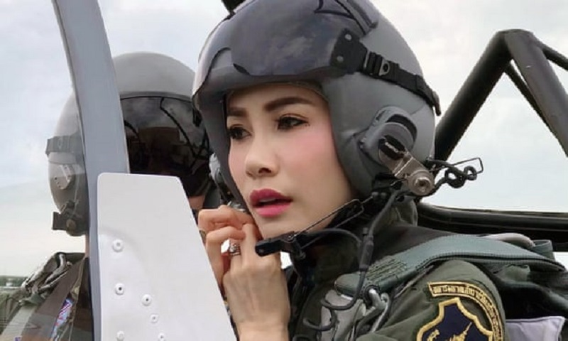 https: img.okezone.com content 2019 09 02 194 2099444 pesona-selir-raja-thailand-saat-jadi-pilot-jet-tempur-kZxDemMoOu.jpg
