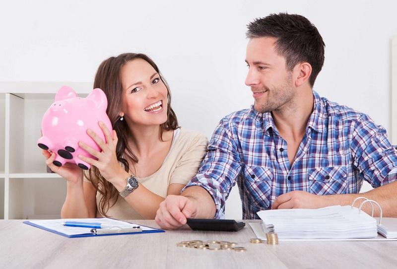 https: img.okezone.com content 2019 09 02 196 2099525 mengatur-keuangan-pengantin-baru-gaji-suami-istri-baiknya-digabung-atau-dipisah-PKLjZDMUdD.jpg