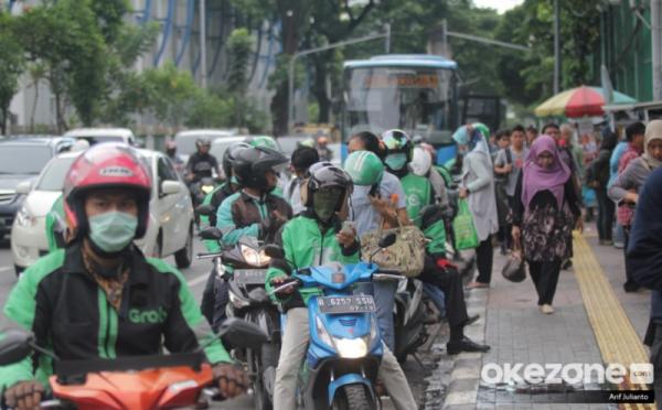 https: img.okezone.com content 2019 09 02 320 2099638 tarif-baru-ojol-mulai-berlaku-di-seluruh-indonesia-simak-besarannya-WuFGRlU3o5.jpg