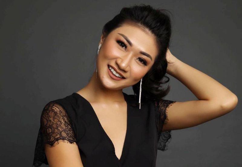 https: img.okezone.com content 2019 09 02 33 2099482 intip-gaya-seksi-theresa-wienathan-asisten-nia-ramdhani-yang-kece-xt3LSZ52eV.jpg