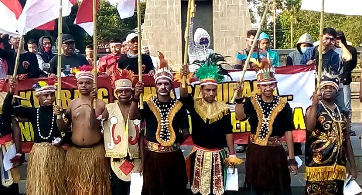 https: img.okezone.com content 2019 09 02 512 2099836 gelar-aksi-damai-warga-papua-di-solo-kami-merah-putih-2rS3qMHvvQ.jpg