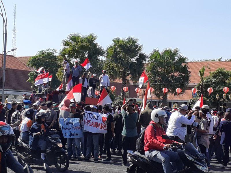https: img.okezone.com content 2019 09 02 519 2099776 gelar-aksi-damai-untuk-papua-melanesia-stop-provokasi-dan-berita-hoaks-9gMV7Oqg9w.jpg