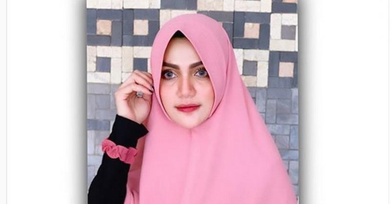 https: img.okezone.com content 2019 09 05 33 2100910 tampil-dengan-hijab-hilda-vitria-siap-hijrah-u03eNJzf58.jpg