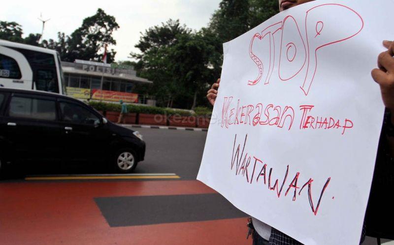https: img.okezone.com content 2019 09 06 337 2101278 aji-jakarta-kecam-aksi-bully-terhadap-jurnalis-yang-beritakan-kasus-papua-rrjkLwtH1i.jpg