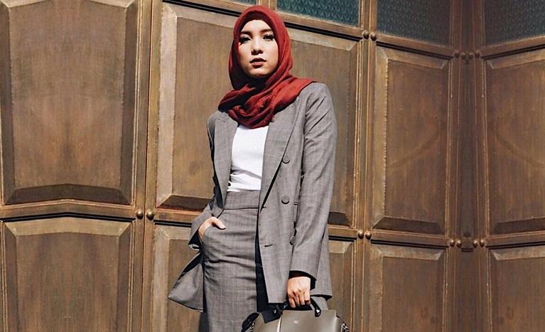 https: img.okezone.com content 2019 09 06 617 2101325 5-inspirasi-tetap-modis-ke-kantor-ala-jenahara-nasution-untuk-hijabers-IT1x0wSwBK.jpg