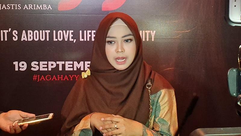 https: img.okezone.com content 2019 09 09 206 2102711 cerita-ria-ricis-jadi-gadis-malaysia-di-film-hayya-YhXtX20VEV.jpg
