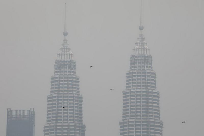 https: img.okezone.com content 2019 09 10 18 2102991 kiriman-kabut-asap-dari-kalimantan-paksa-malaysia-tutup-409-sekolah-v1ENk50ltz.jpg