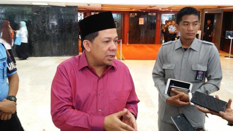 https: img.okezone.com content 2019 09 10 337 2103105 fahri-hamzah-dukung-jokowi-dirikan-istana-kepresidenan-di-papua-BQheIsEbiP.jpg