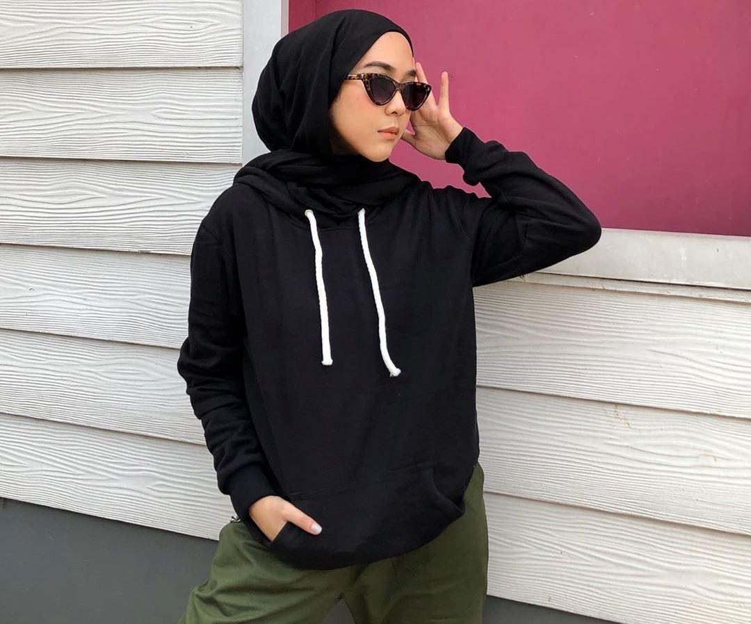 https: img.okezone.com content 2019 09 10 617 2103090 jika-hijab-dipadukan-dengan-hoodie-begini-jadinya-y0mw5pxErP.jpg