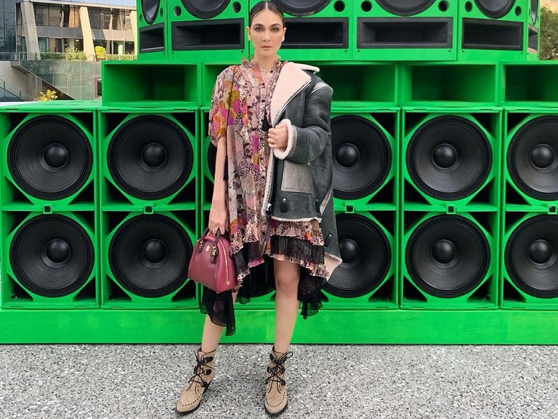 https: img.okezone.com content 2019 09 11 194 2103310 cantiknya-luna-maya-tampil-edgy-feminin-di-new-york-fashion-week-2019-ldsND4LElt.jpg