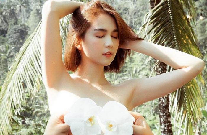 https: img.okezone.com content 2019 09 11 194 2103318 model-ngoc-trinch-pamer-foto-foto-seksi-di-bali-ada-yang-tanpa-busana-lyYVShn3W6.jpg