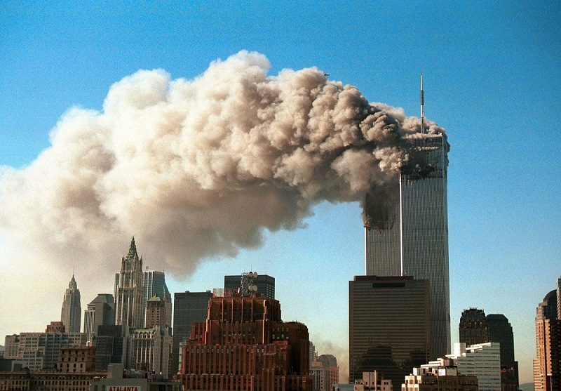 https: img.okezone.com content 2019 09 11 470 2103499 kilas-balik-9-11-ambruknya-wtc-gedung-pencakar-langit-kebanggaan-amerika-zAdlleXUpv.jpg