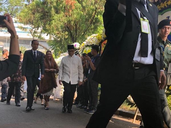 https: img.okezone.com content 2019 09 12 337 2103847 jokowi-ajak-seluruh-masyarakat-indonesia-doakan-bj-habibie-j4LeXmZJjI.jpg