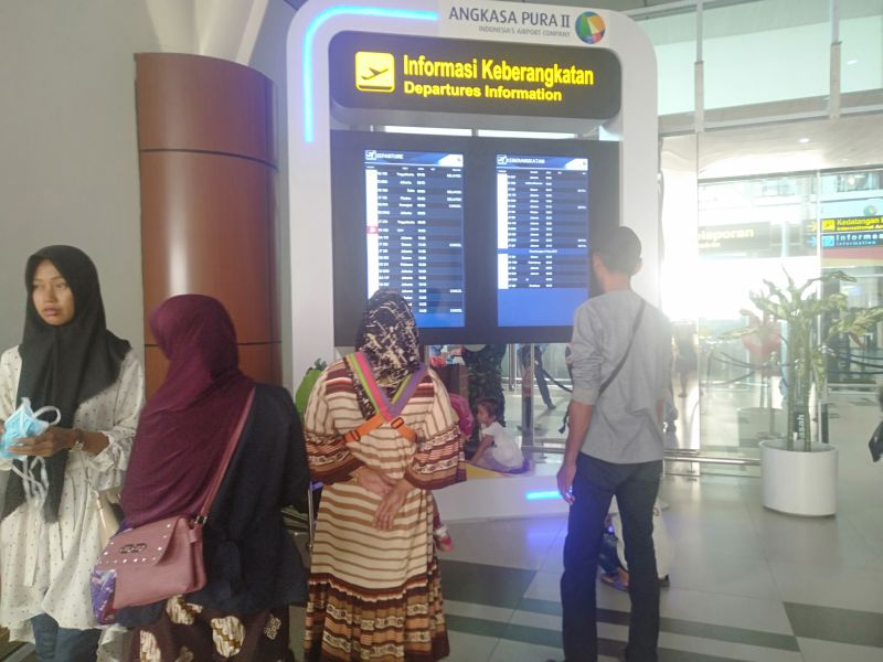 https: img.okezone.com content 2019 09 13 340 2104307 penerbangan-di-bandara-ssk-ii-pekanbaru-terdampak-asap-penumpang-protes-6xSnZACLfq.jpg