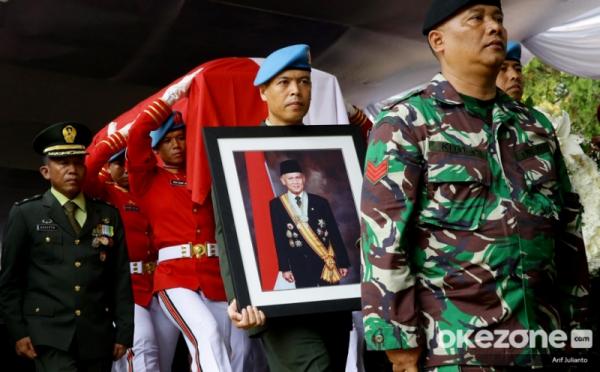 https: img.okezone.com content 2019 09 15 337 2104970 melayat-ke-bj-habibie-xanana-gusmao-rakyat-timor-leste-tak-akan-melupakan-beliau-Me3ofm7CLE.jpg
