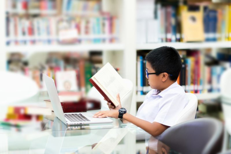 https: img.okezone.com content 2019 09 15 338 2104972 hari-kunjung-perpustakaan-momentum-tingkatkan-minat-baca-anak-usia-dini-7WeYy3x5zZ.jpg