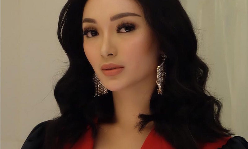 https: img.okezone.com content 2019 09 16 194 2105285 cantiknya-zaskia-gotik-dengan-outfit-rancangan-desainer-indonesia-K4JetF9GIh.jpg