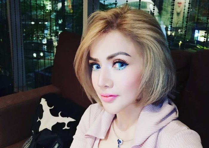 https: img.okezone.com content 2019 09 16 33 2105587 barbie-kumalasari-pamer-lesung-pipi-buatan-netizen-seram-4FdHrDd6OR.jpg
