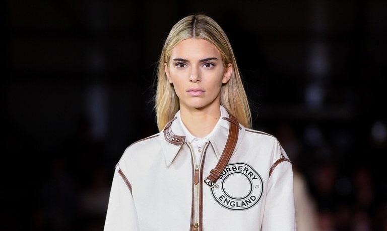 https: img.okezone.com content 2019 09 17 194 2106043 kendall-jenner-ubah-warna-rambut-jadi-pirang-di-london-fashion-week-bikin-pangling-DJlIm9IlOJ.jpeg