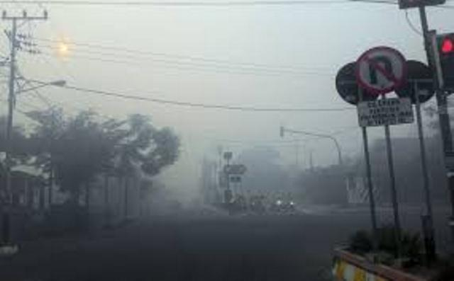 https: img.okezone.com content 2019 09 17 340 2105753 penyakit-ispa-akibat-kabut-asap-serang-16-000-warga-kota-jambi-ipV6H7jf3s.jpg