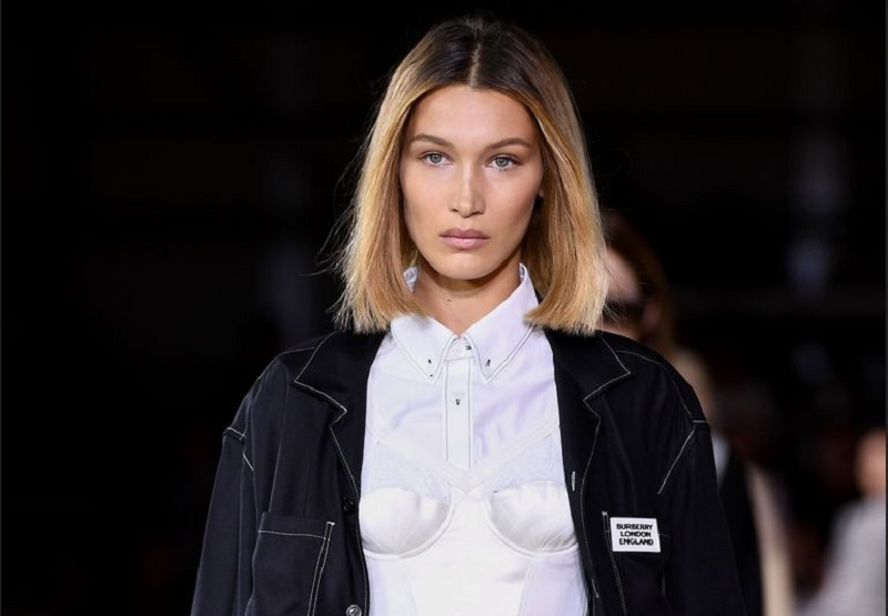 https: img.okezone.com content 2019 09 18 194 2106225 bella-hadid-terciduk-tanpa-bra-di-london-fashion-week-4bGS4GFvJV.jpg