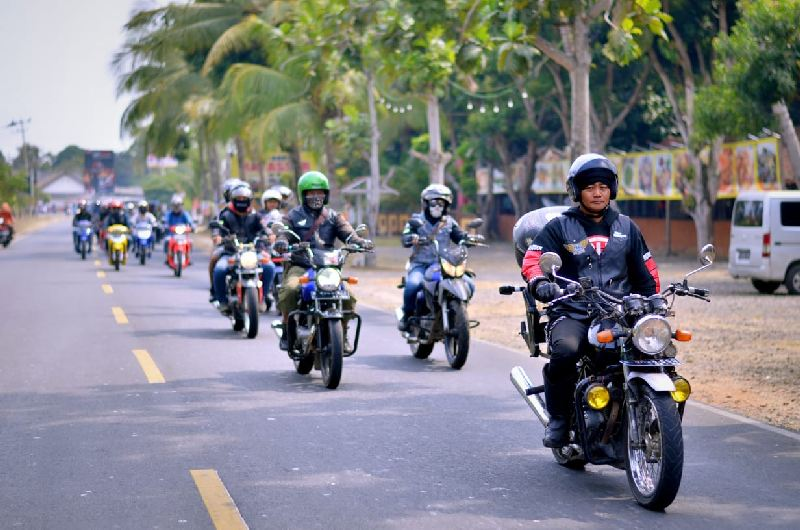 https: img.okezone.com content 2019 09 19 199 2107066 riding-bersama-di-pantai-ujung-barat-jawa-suzuki-resmikan-komunitas-wilayah-banten-NnjJzo1jz4.jpg