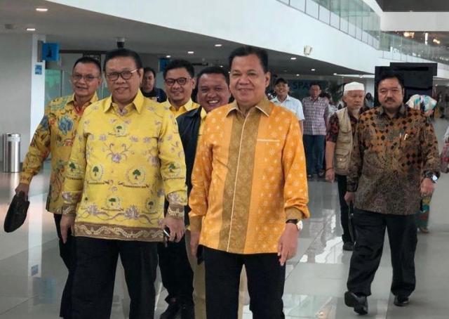 https: img.okezone.com content 2019 09 19 337 2107056 agung-laksono-minta-elit-politik-jangan-obok-obok-golkar-rlwSmJHVNo.jpg