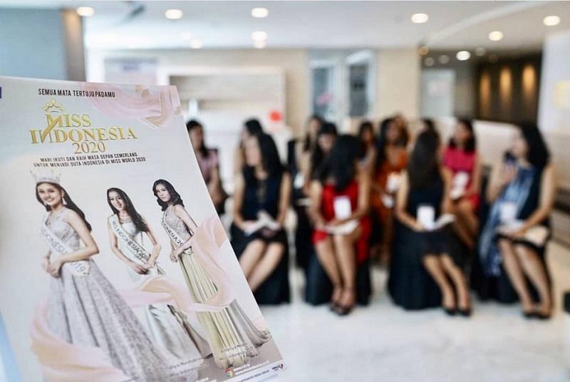 https: img.okezone.com content 2019 09 21 194 2107657 audisi-miss-indonesia-2020-hari-pertama-peserta-bersaing-ketat-dan-tetap-antusias-LL2tE2qb4h.jpg